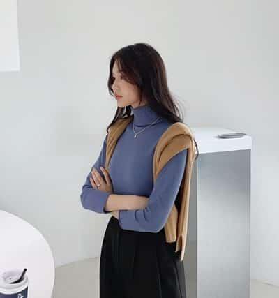 Vắt áo len qua vai - Ảnh 2 - 5 Kiểu mix áo len thời thượng nổi nhất 2020 cho nữ công sở