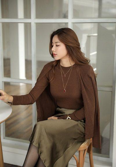Mặc cùng lúc hai item bằng len - Ảnh 1 - 5 Kiểu mix áo len thời thượng nổi nhất 2020 cho nữ công sở