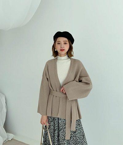 Mặc cùng lúc hai item bằng len - Ảnh 2 - 5 Kiểu mix áo len thời thượng nổi nhất 2020 cho nữ công sở