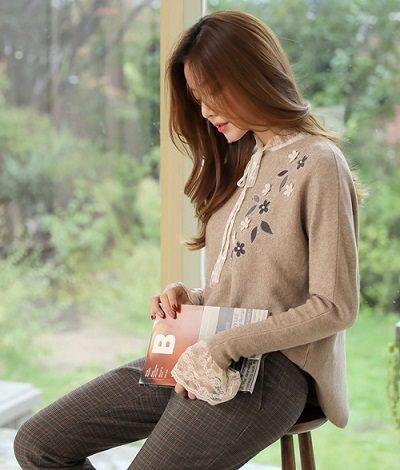 Áo len mặc ngoài sơ mi tiểu thư - Ảnh 2 - 5 Kiểu mix áo len thời thượng nổi nhất 2020 cho nữ công sở