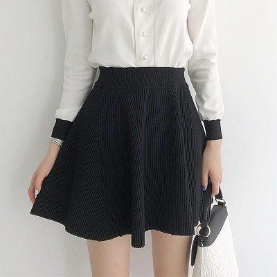 Chân váy xòe thun gân - Cách mặc đồ cho người béo bụng trở nên quyến rũ