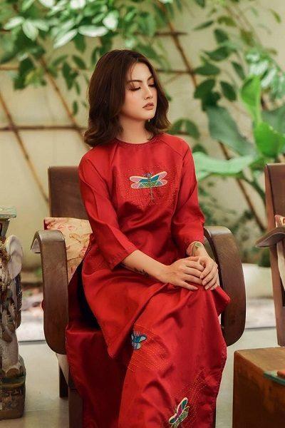 Những chiếc áo dài này thường không toát lên vẻ yêu kiều, sang trọng mà mang đến một màu sắc bình dị và thuần khiết.