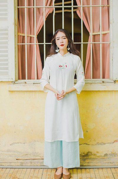 Những chiếc áo dài mini-ralgan mang âm hưởng mori bởi sự thiết kế đơn giản, chất liệu thô đi cùng những màu sắc nhẹ nhàng, mộc mạc.