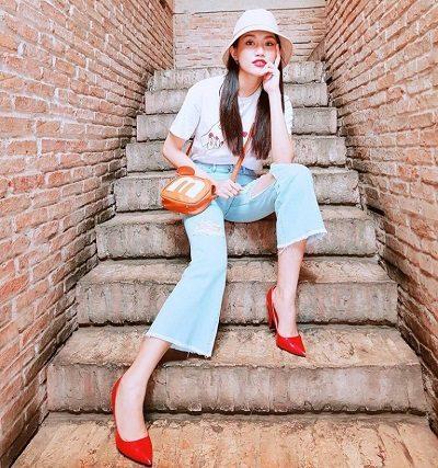 Quần ống rộng rách tua rua - 10 Xu hướng thời trang nữ 2020 nổi như cồn