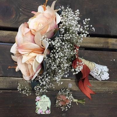 Hoàn thành các bước làm hoa cầm tay cô dâu đơn giản