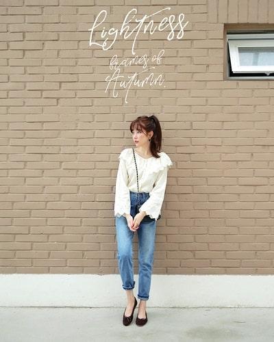 Áo điệu + Quần jeans + Giày búp bê: công thức mix đồ đi học cho học sinh cấp 2 siêu xinh siêu dễ diện