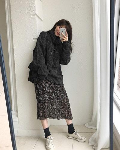 Mặc đồ đi Đà Lạt mùa thu - Công thức 1: Áo len + Chân váy midi