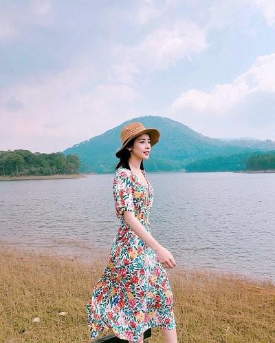 Mặc đồ đi Đà Lạt mùa hè - Công thức 3: Váy hoa nhí