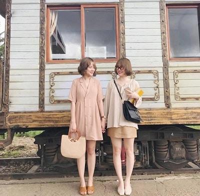 Mặc đồ đi Đà Lạt mùa hè - Công thức 3: Những trang phục tone màu vàng, nâu đất hay be