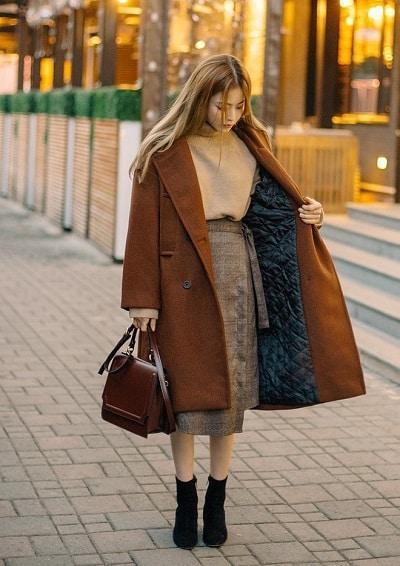 Mặc đồ đi Đà Lạt mùa đông - Công thức 1: Áo len + chân váy + áo khoác dạ