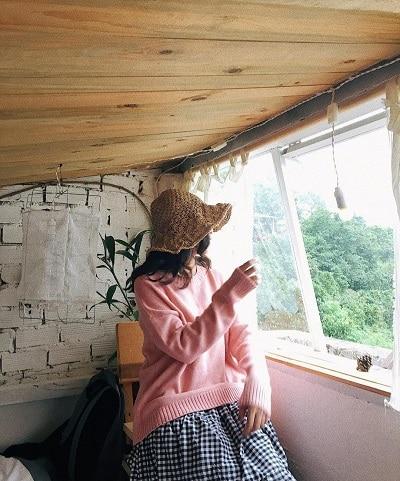 Mặc đồ đi Đà Lạt mùa thu - Công thức 3: Áo len + Chân váy midi