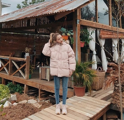 Mặc đồ đi Đà Lạt mùa đông - Công thức 2: Áo phao + giày sneaker