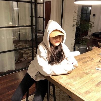 Mặc đồ đi Đà Lạt mùa đông - Công thức 2: Áo hoodie + Quần jeans