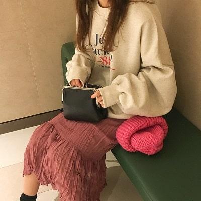 Mặc đồ đi Đà Lạt mùa đông - Công thức 1: Áo sweater shirt + chân váy