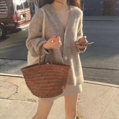 Mặc đồ đi Đà Lạt mùa thu - Công thức 1: Áo cardigan + Chân váy