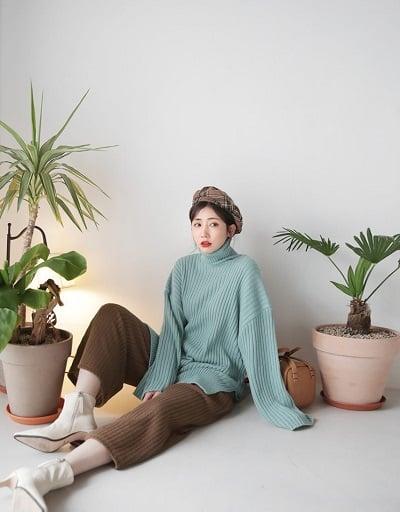 Mặc đồ đi Đà Lạt mùa thu - Công thức 2: Áo len + quần ống rộng