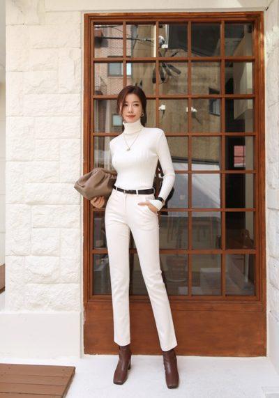 Set áo len cổ lọ phối quần trắng công sở