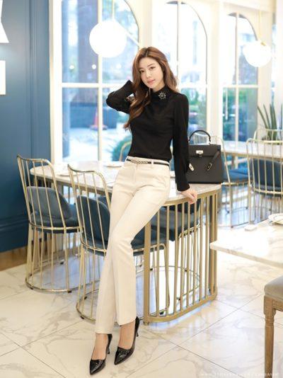 Set áo đen phối quần tây trắng công sở