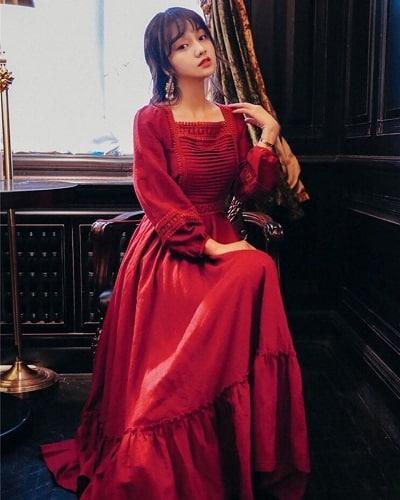 Đầm dài màu đỏ tay bồng