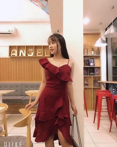 Đầm dài bèo màu đỏ