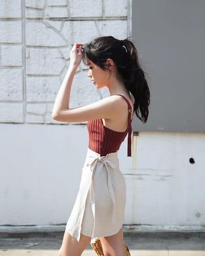 Váy quấn: Những kiểu phối áo thun với váy quần với áo đẹp mê ly - Ảnh 1