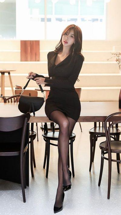 Đầm ôm body tông màu đen dáng ngắn