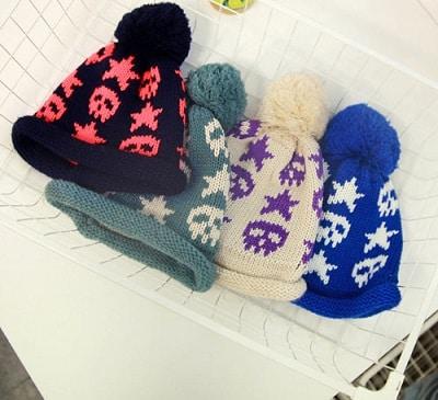 Mũ len và mũ lông rời với màu sắc trẻ trung thích hợp cho các cô nàng ưa sự nữ tính, điệu đà