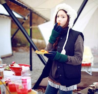 Phối mũ len với áo khoác nữ cho mùa đông giá lạnh