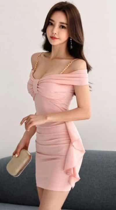Đầm ôm body hở vai hai dây cực kỳ quyến rũ và xinh đẹp