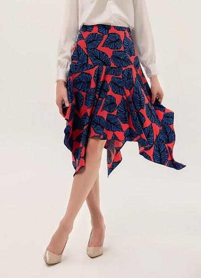 Thiết kế chân váy xòe không thể nữ tính hơn này tuyệt đối an toàn với mọi vóc dáng