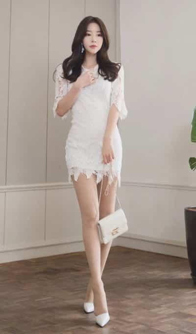 Diện váy ren công sở 2020 thời điểm hè là hợp lý cho nàng thể hiện sức quyến rũ của mình