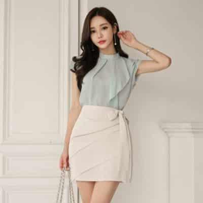 Hoá hotgirl Hàn Quốc chỉ với set áo voan bèo với chân váy ngắn thắt nơ eo