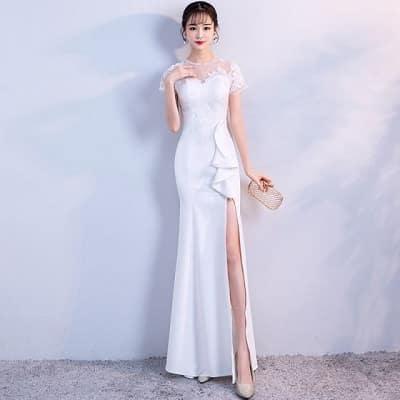 Đầm dạ hội trắng xẻ cao