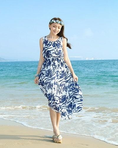 Đầm đi biển: Đầm maxi voan hoa hai dây