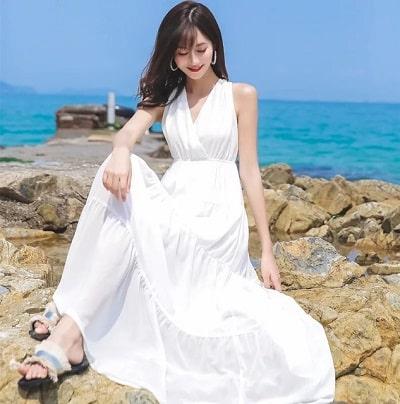 Đầm đi biển: Đầm maxi đắp chéo dáng dài
