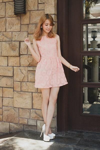 Đầm hồng pastel sát nách