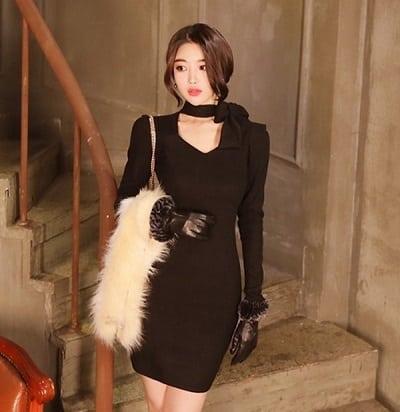 Đầm đen dáng ôm thắt nơ cổ
