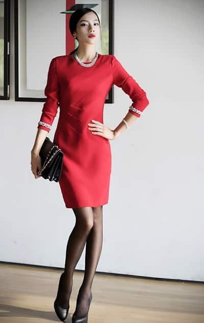 Đầm đỏ trung niên tay dài