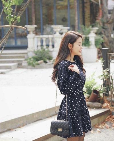 Đầm đen hoạ tiết hoa nhí