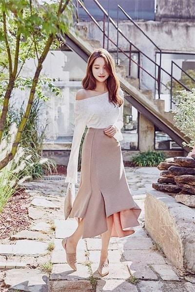 Váy đuôi cá kết hợp áo lệch vai tay dài