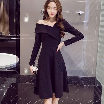 Đầm xoè lệch vai màu đen tay dài