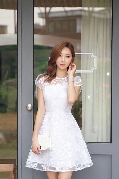Đầm màu trắng: Đầm xoè tiểu thư
