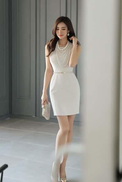 Đầm màu trắng: Đầm suông công sở