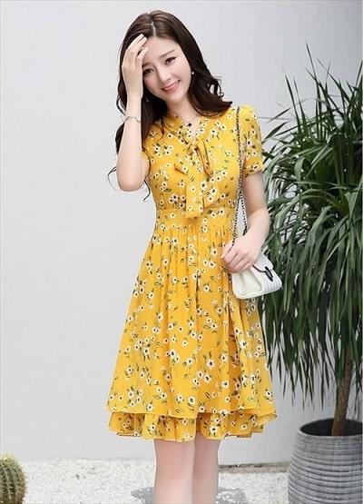 Đầm màu vàng: Đầm voan xoè hoa tay ngắn