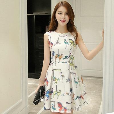 Đầm đẹp tuổi 30: Đầm kiểu dáng hoạ tiết sát nách