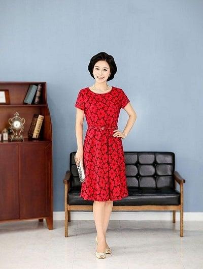 Đầm đẹp tuổi 45: Đầm xoè đỏ trung niên