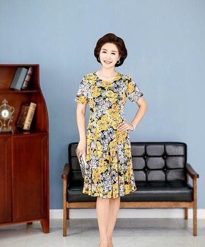 Đầm đẹp tuổi 45: Đầm xoè trung niên cổ tròn