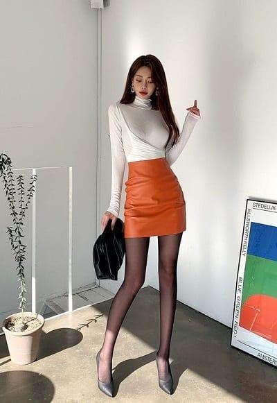 Chân váy ôm body chất liệu da bóng cực quyến rũ, tôn dáng vòng 3 cho nàng tự tin diện đi làm, dạo phố hay đi tiệc đều được