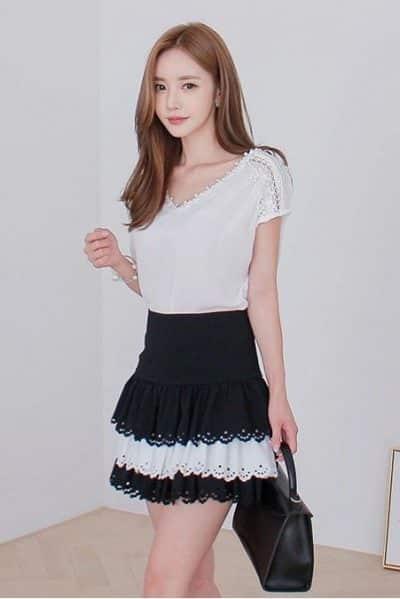 Áo ren tay ngắn cổ V đính hạt phối kèm chân váy ngắn xoè 3 tầng