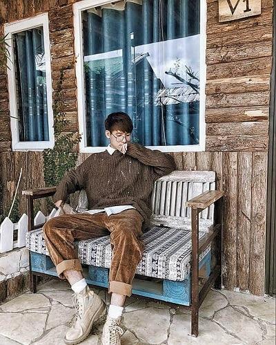 Khi chiều xuống thì những chiếc áo len mỏng cũng là lựa chọn không tồi vừa đẹp vừa ấm áp